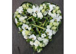 Coeur évidé de fleurs variées
