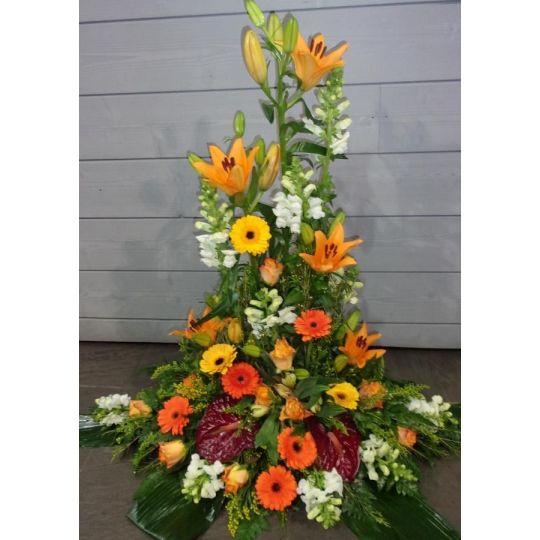 Devant de cercueil de fleurs variées